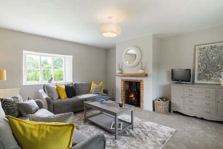 Stylish Country Cottage Oxfordshire for long stay.