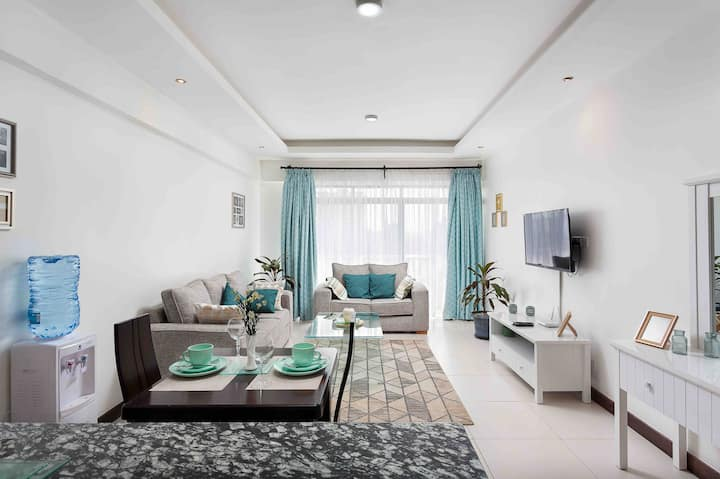 Modern & Electic 1 bed  Apartment on 12th Floor