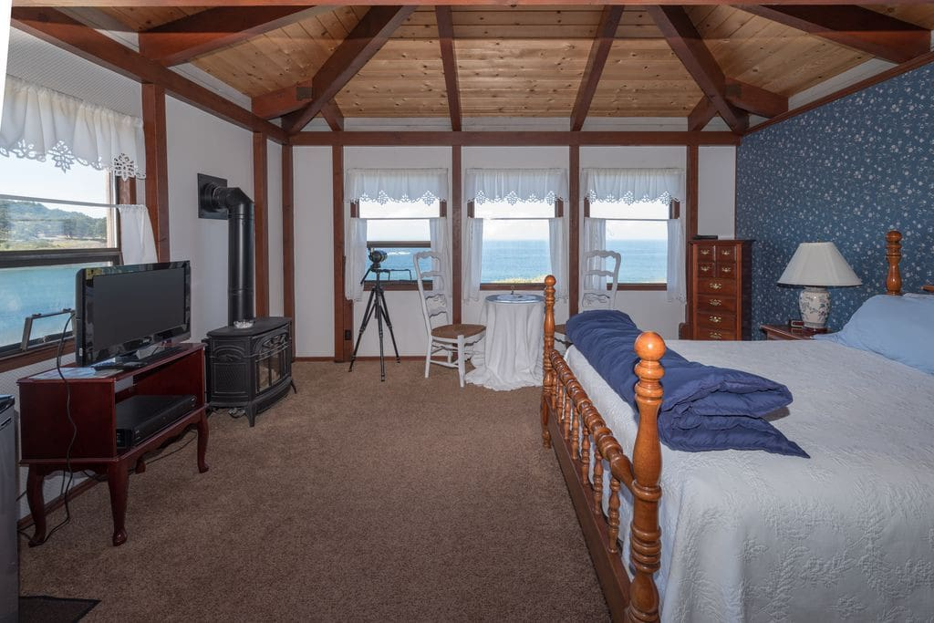 Ocean View Room with Queen Size Bed