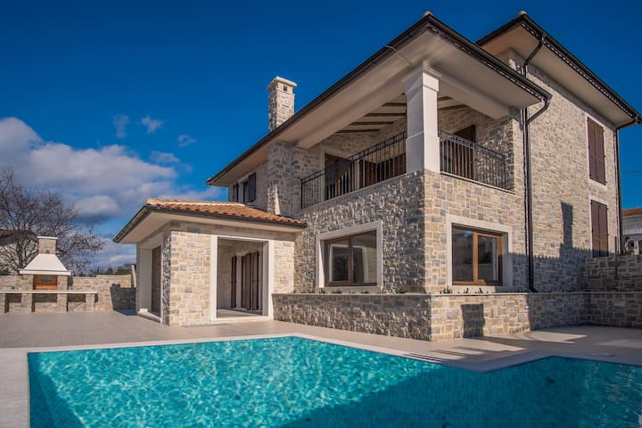 Wonderful holiday house with private pool (136) - Linardići - House