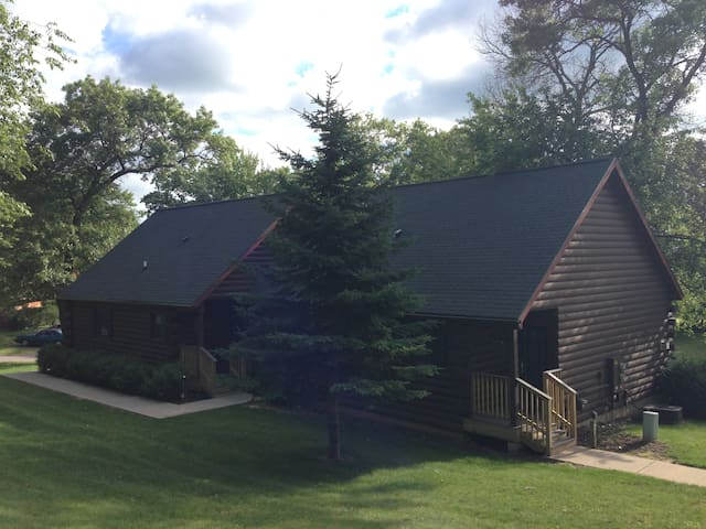 Wisconsin Dells 2 BR+2 BA Log Timber
