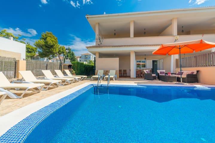 Jeronimo :)  Modern villa very close to the beach