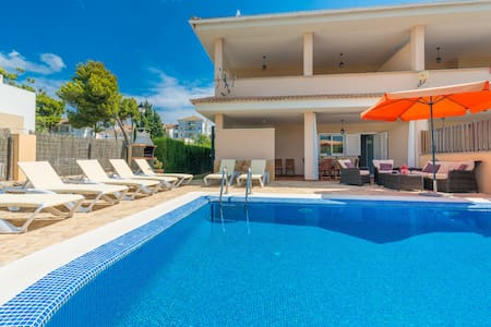 JERONIMO Haus for 8 with pool only 260m to beach