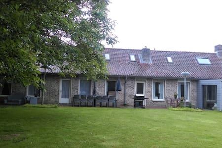 La Bonne Maison. Maison d'hôtes 2 à 4 personnes - Brailly-Cornehotte - Rumah Tamu