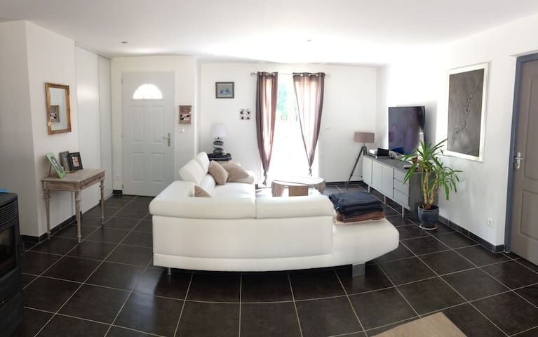 Jolie maison neuve au calme,axe Saintes-Royan - Saintes