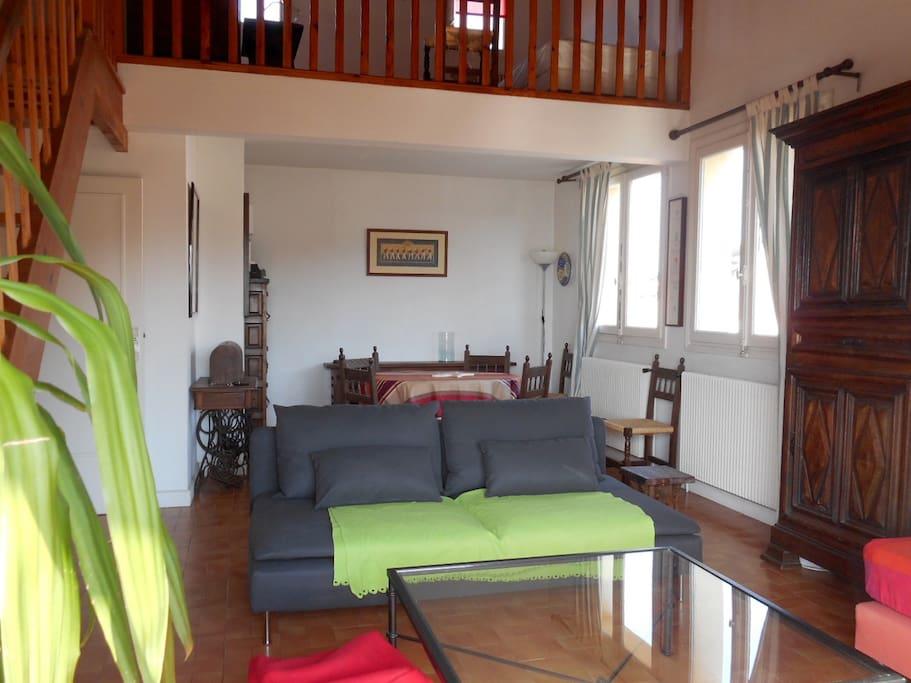 pièce principale côté salle  à manger