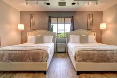 Bedroom 2 / Queen Beds.