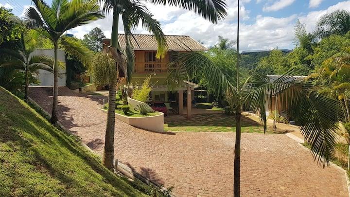 Casa com Churrasqueira e Piscina em Telêmaco Borba