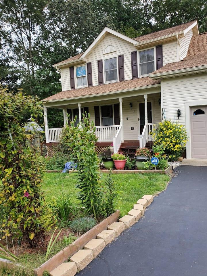 Spacious & beautiful home in a quiet neighborhood