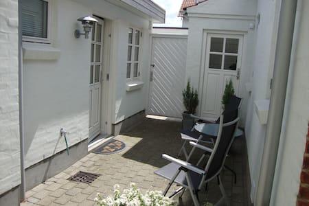 Bo Bedst lejlighed med solterrasse - Juelsminde