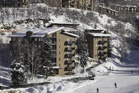 Ski In:Ski Out modern elegant condo on mountain - Steamboat Springs