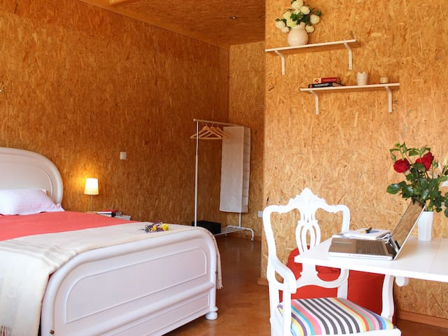 Large Double Room at LaranjaLimao GuestHouse