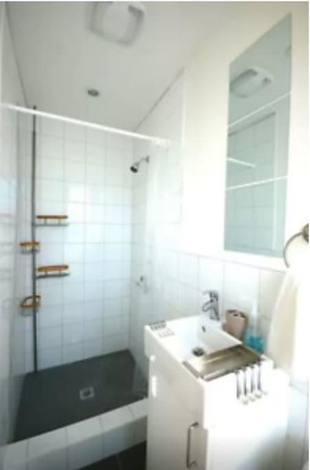 grande douche et plancher chauffant