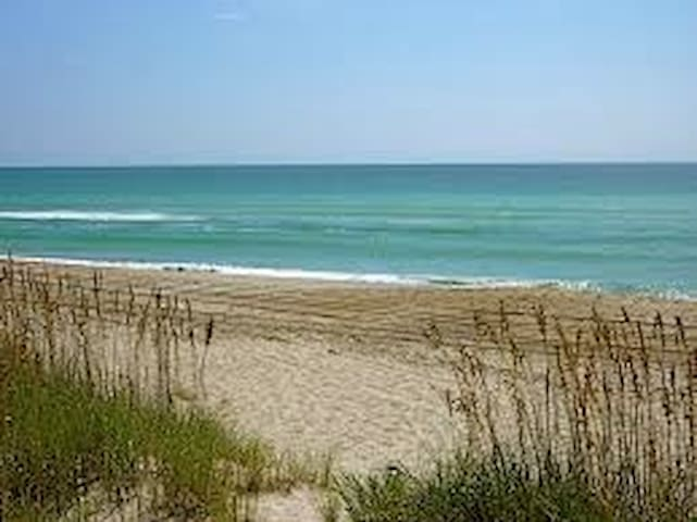 Luxury 2BR Condo Steps from Ocean - Emerald Isle - Apartamento