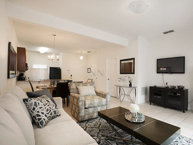3b w/ King master suite, private pool-Near Disney!