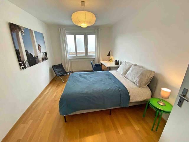 Central, clean bedroom in Stuttgart/Degerloch