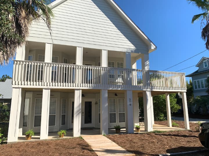 LOCATION!  Walking distance to Seaside and the beach! Sleeps 10 with two living areas!