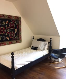 Hudson Valley/Berkshires airy farmhouse retreat - Ghent