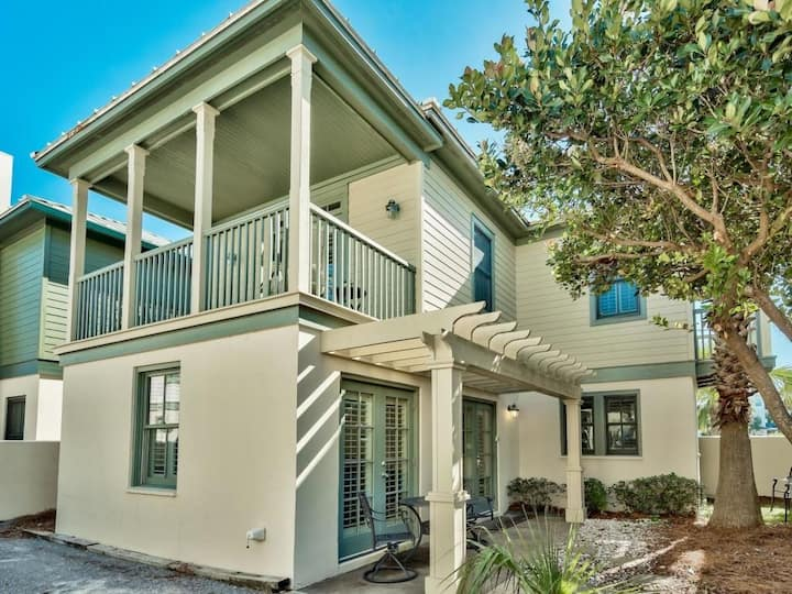 Elegant beach cottage. Steps to beach, South of 30a.
