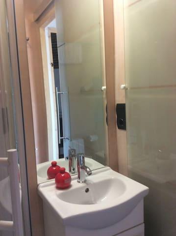 Lavabo del bany del dormitori