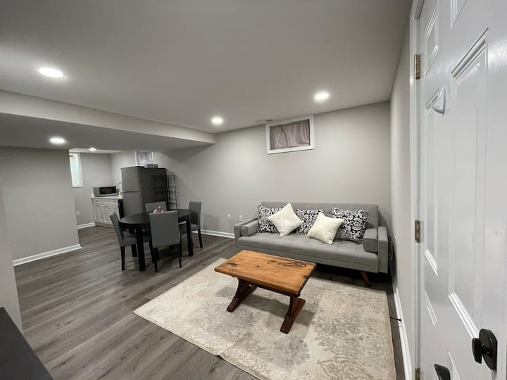 Renovated Basement Apartment Near the Capitol
