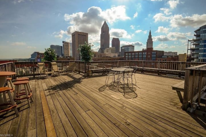 Rooftop Deck has terrific 360 degree views of the city, browns stadium, the lake, warehouse district and next to EY tower.