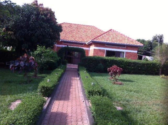 Budget guest Home - Kampala - Casa
