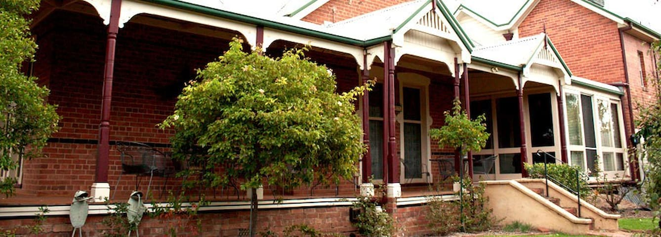 Carlyle House B&B - Rutherglen - Bed & Breakfast