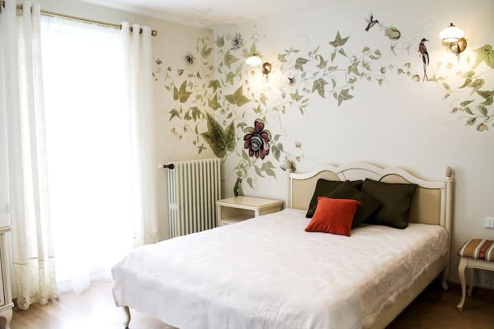 Private room in romantic Villa