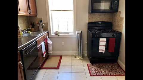 Private Cozy Master bedroom 20 Minutes to NYC!!