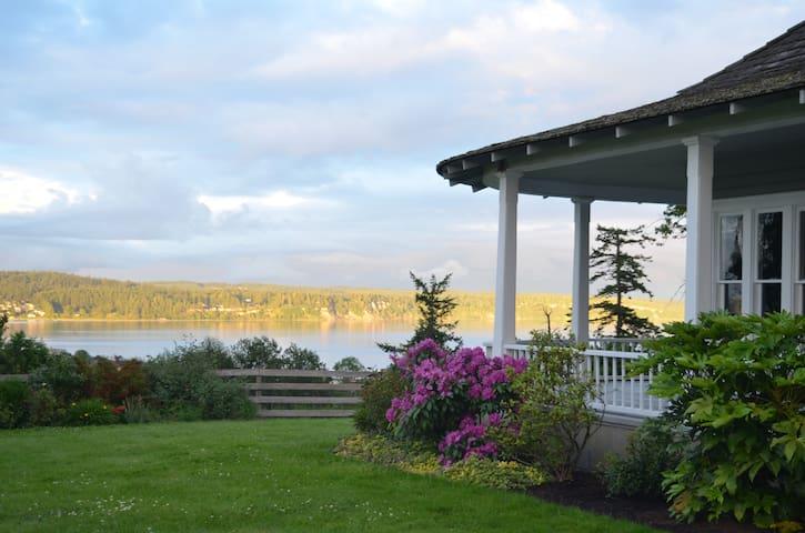 Charming Farmhouse with Ocean Views - Freeland - Casa