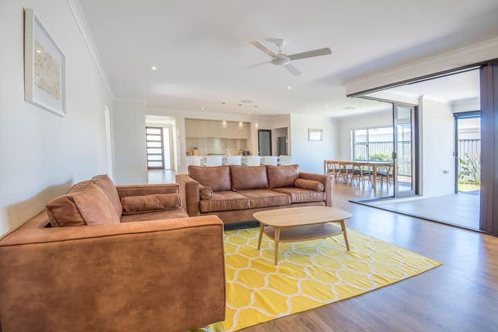 Bright, spacious Noosa family home