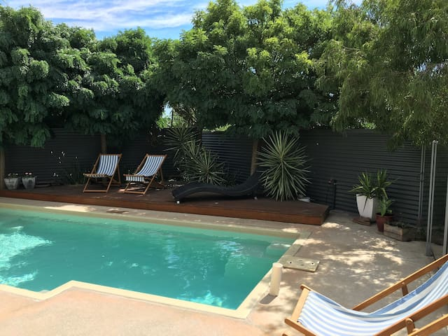Private poolside resort - Echuca - House
