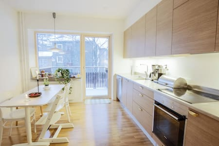 Super nice room - near Bromma Airport! - Stoccolma - Bed & Breakfast