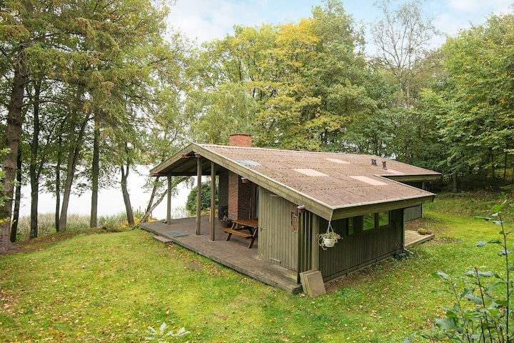 Gorgeous Holiday Home in Ry Right by the Lake