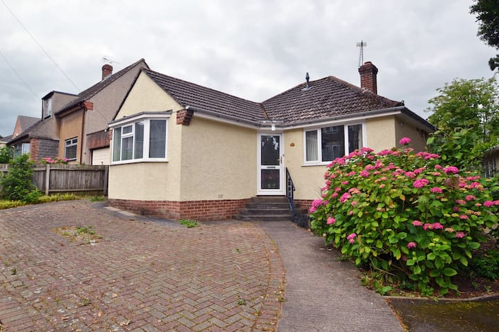 Spacious bungalow minutes from Clevedon seafront