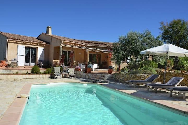 Charmante Villa in Aups mit Swimmingpool