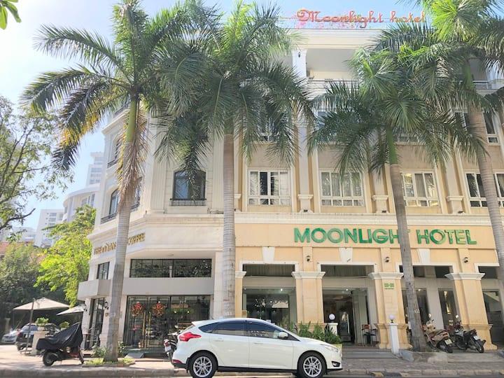 Moonlight Hotel District 7