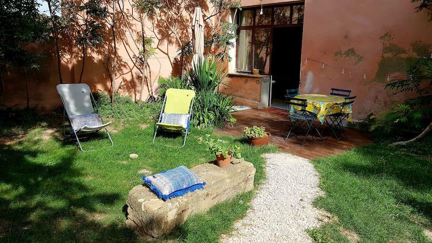 **Dépendance dans mas provençal**