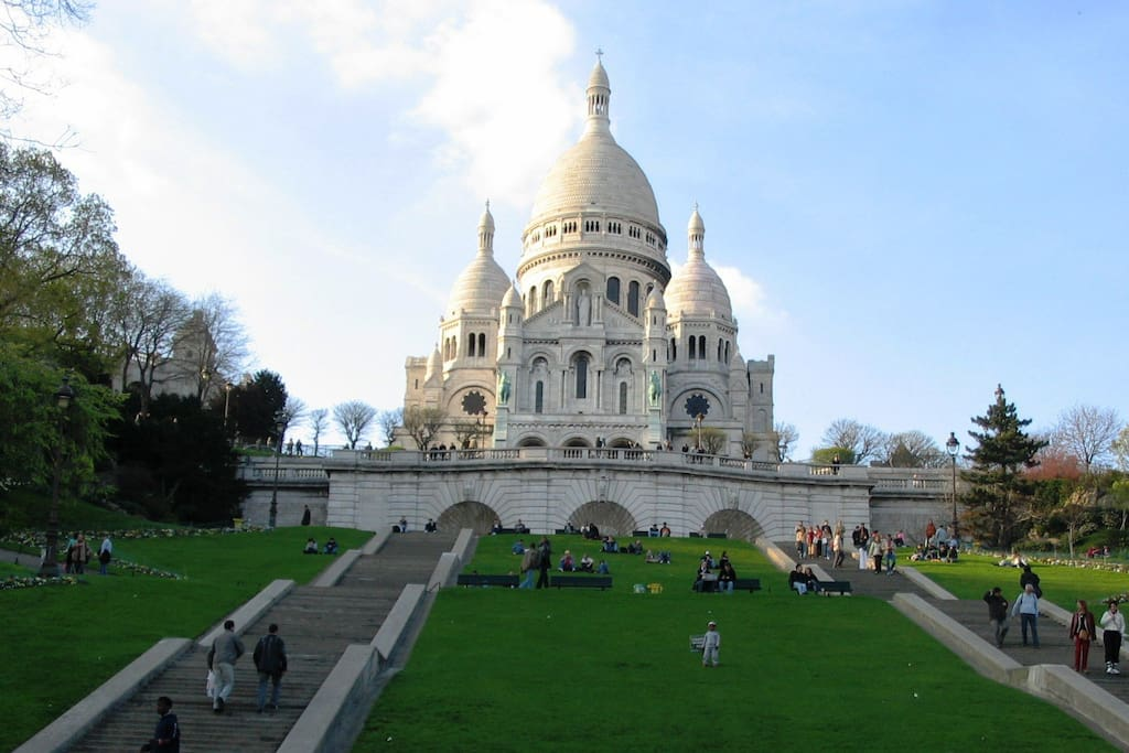 The Sacré Coeur (1 minute walk from the apartment)