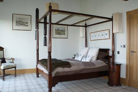 STUNNING BARN HARROGATE, PRIVATE WING SLEEPS 4 - North Yorkshire - Huis
