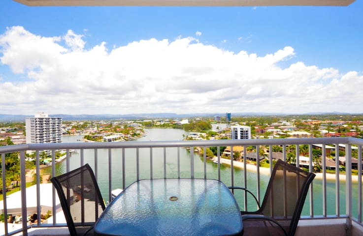 Riverfront Views 1 Bed Apt Surfers Paradise