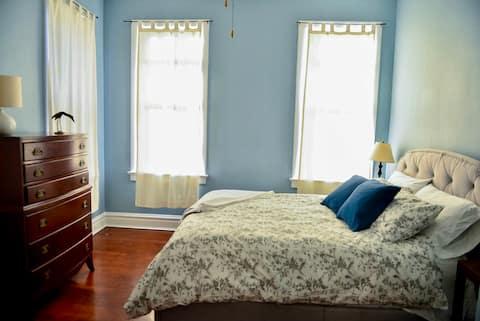 Garden Getaway: Private 1 Bedroom Apartment
