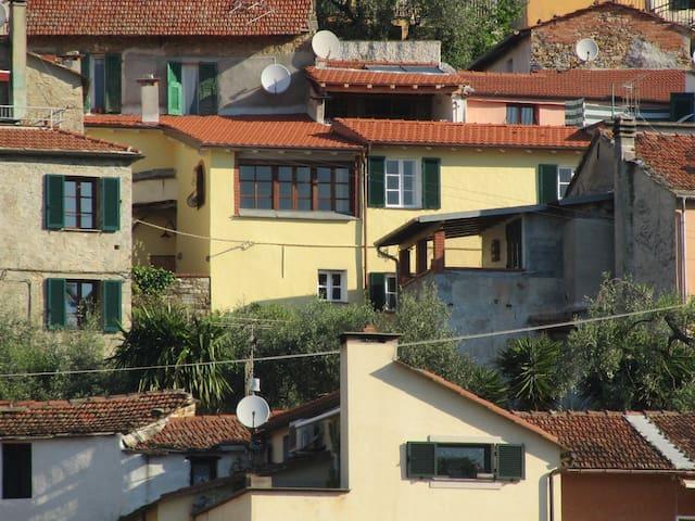 Casa Martino in Diano Roncagli - Diano San Pietro - Huis