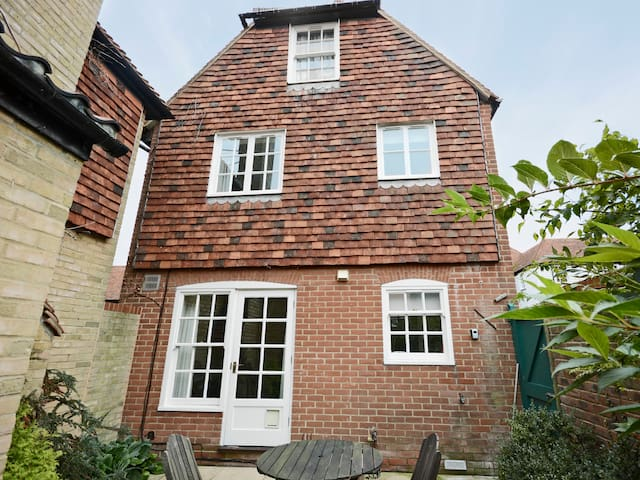 Stour Cottage (E4898)