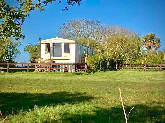 'The Beach Hut' Anglesey PRIVATE HOT TUB sleeps 6