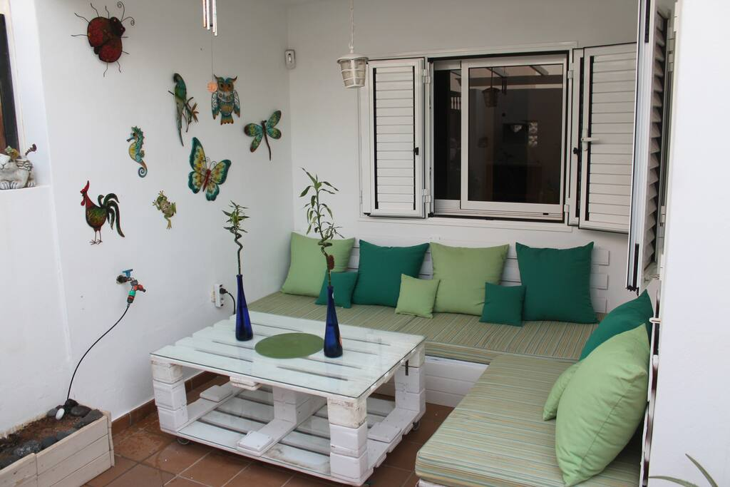 Zona chill out en patio exterior