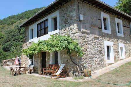 Casa del cura - Ongayo - Casa
