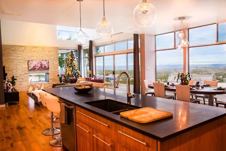 Violet Crown Oasis - Modern & Peaceful - Spicewood - House