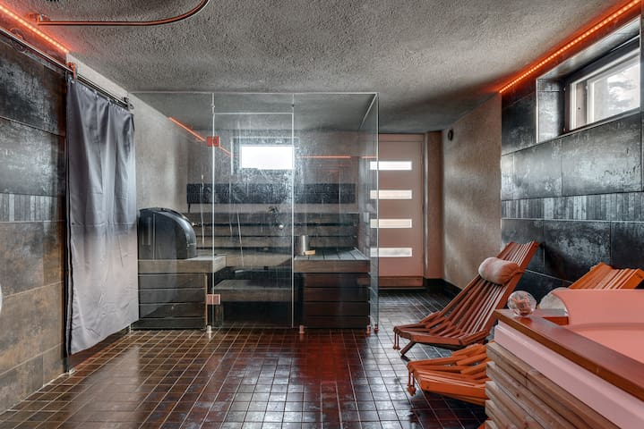 Sauna / bathroom